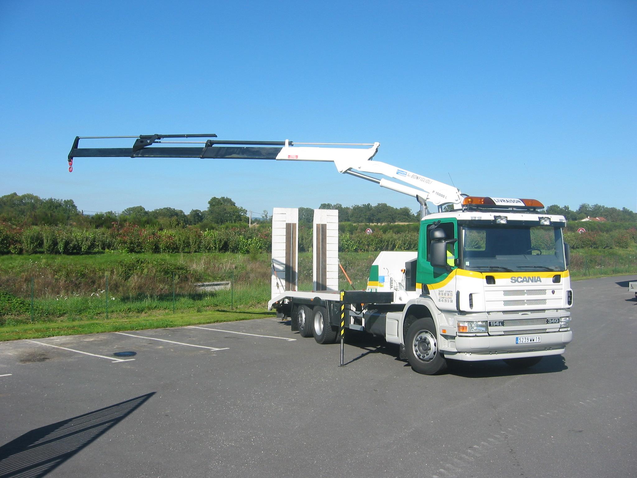 camion porteur grue 15 t m saint junien location. Black Bedroom Furniture Sets. Home Design Ideas
